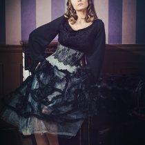 Корсет из шерсти и кружева, блузка из гипюра, фантазийная юбка и заколка
